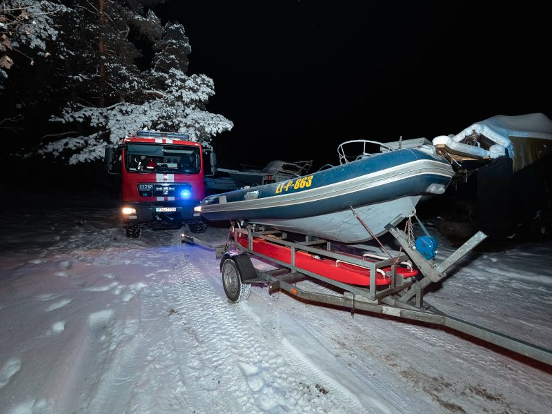 Kauno mariose įlūžo ir nuskendo automobilis
