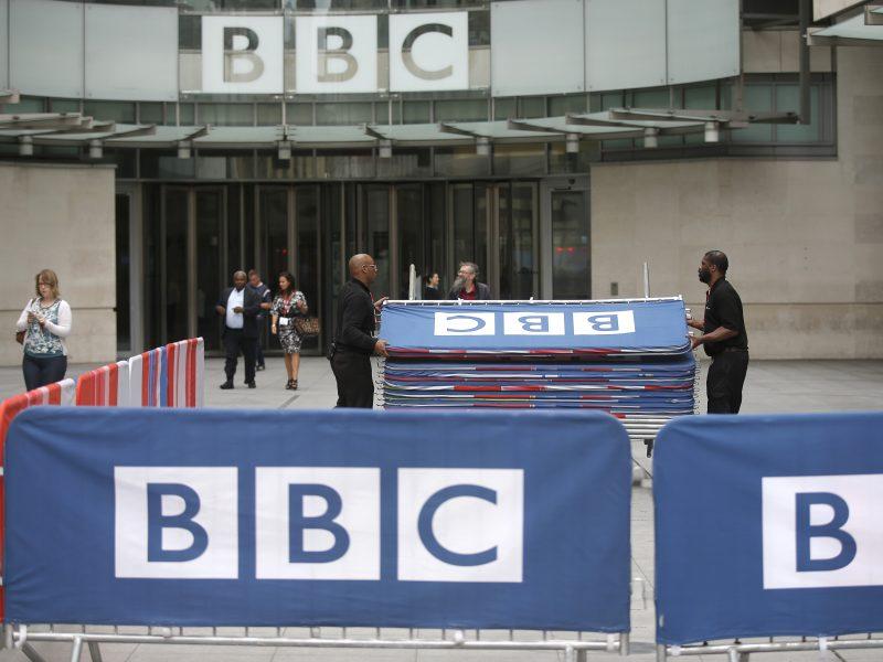 Britų vyriausybė ruošiasi pertvarkyti nacionalinį transliuotoją