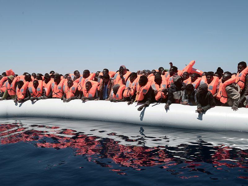 Rumunai Juodojoje jūroje sulaikė 2 žvejybos laivus su 200 migrantų