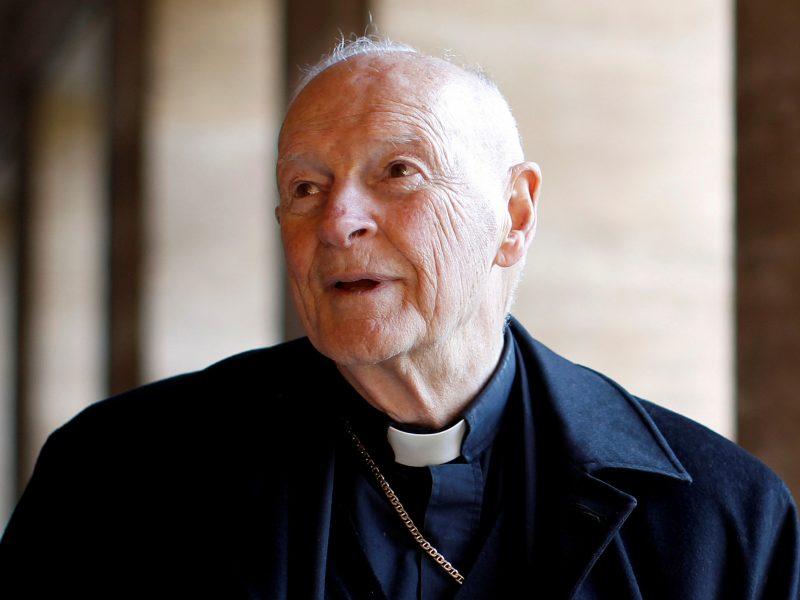 Vatikanas pašalino iš kunigų luomo lytine prievarta kaltinamą buvusį JAV kardinolą