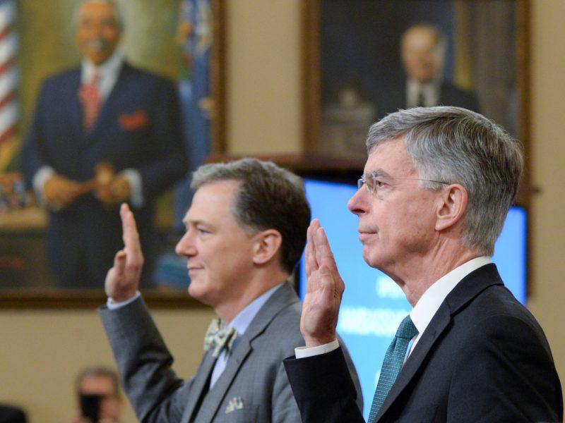 JAV Atstovų Rūmuose prasidėjo pirmas viešas prezidento apkaltos tyrimo posėdis