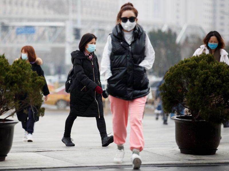 Kinijos tyrėjai nepatvirtinto antimaliarinio preparato veiksmingumo gydant COVID-19