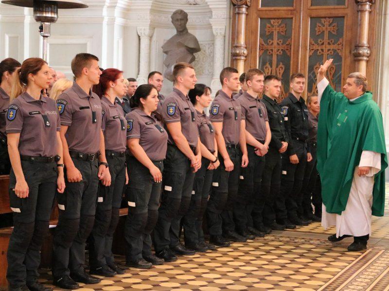 Kauno apskrities policijos pareigūnai iškilmingai tarė: Tėvynės labui