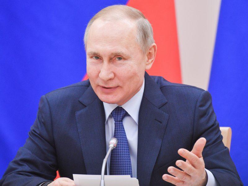 """V. Putinas: santuoka yra tik """"vyro ir moters"""" partnerystė"""