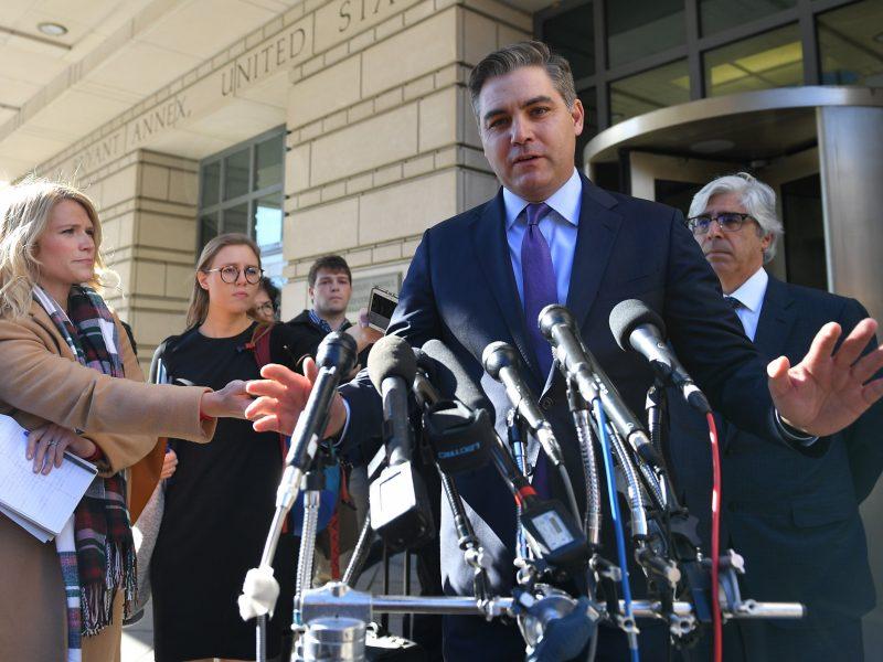 JAV teismas: Baltieji rūmai privalo grąžinti akreditaciją CNN reporteriui J. Acostai