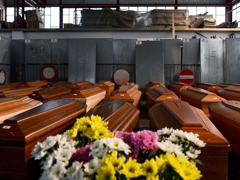 Europoje mirties nuo COVID-19 atvejų skaičius perkopė 15 tūkstančių