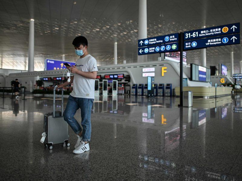 Kinija keliones iš užsienio žada riboti iki spalio