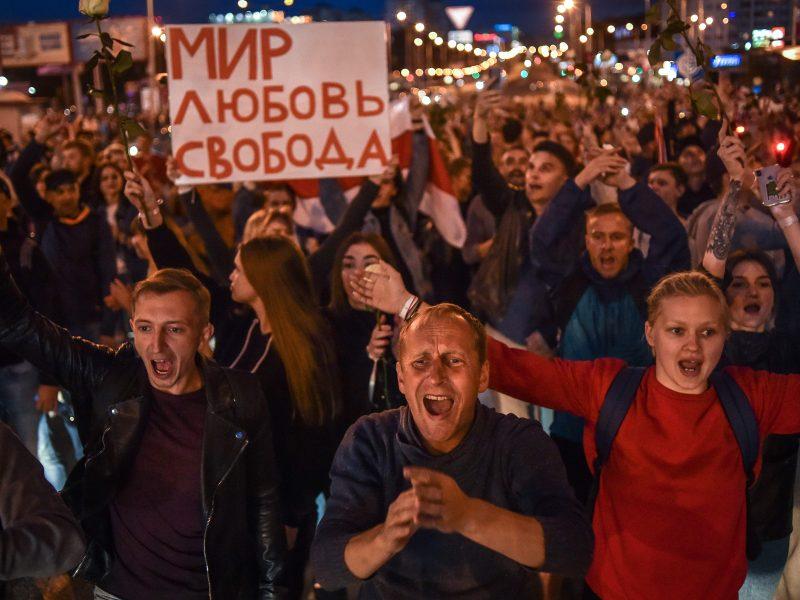 Kitoks vakaras Baltarusijoje: protestuotojai nebuvo vaikomi