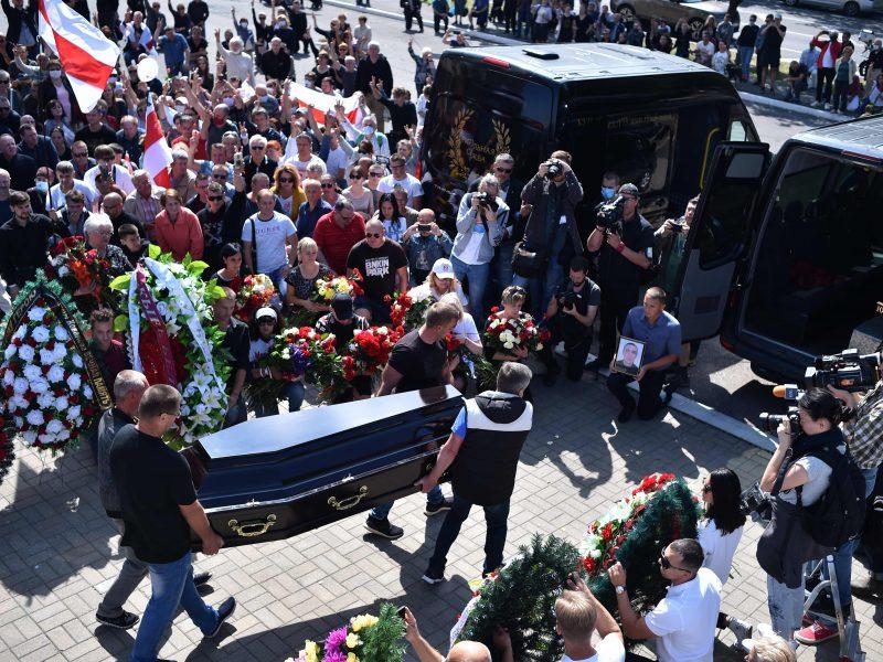 Minske tūkstančiai žmonių atsisveikino su žuvusiu protestuotoju