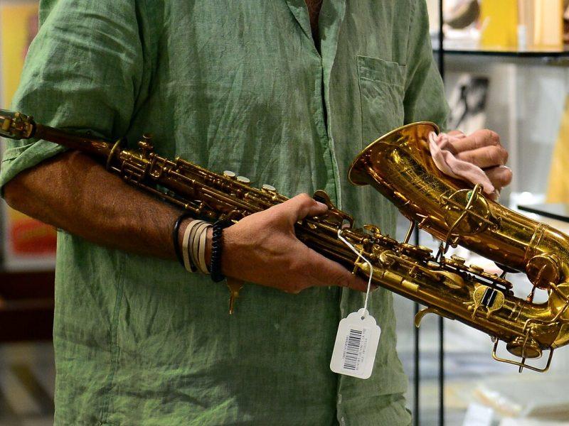 Vagys pagrobė iš italų kolekcionieriaus 35 retus saksofonus