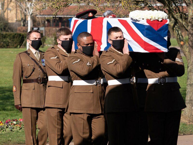Britanija atsisveikino su pandemijos didvyriu kapitonu T. Moore'u