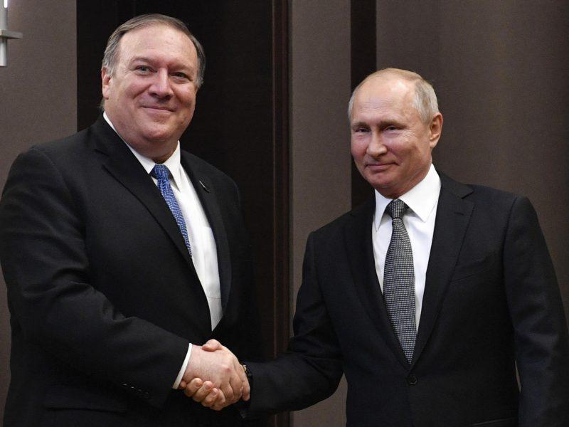 V. Putinas sako norįs visiškai atkurti Rusijos ir JAV ryšius