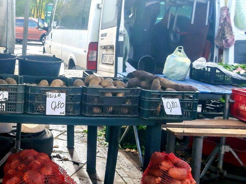 Kaunietis stebisi: kodėl Ūkininkų turguje bulvės pustrečio karto brangesnės nei prekybos centre?