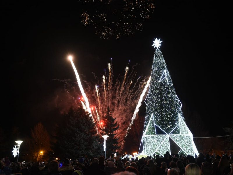 Panevėžys – pirmasis miestas Lietuvoje, įžiebęs Kalėdų eglę