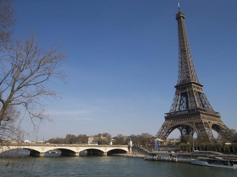 Paryžius švenčia 130-ąją Eifelio bokšto sukaktį