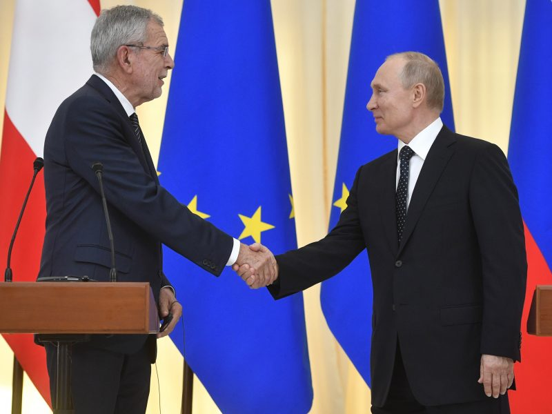 """Austrijos prezidentas: Viena nesiruošia trauktis iš """"Nord Stream 2"""" projekto"""