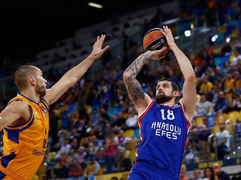 """""""Anadolu Efes"""" krepšininkai Eurolygoje iškovojo ketvirtąją pergalę"""
