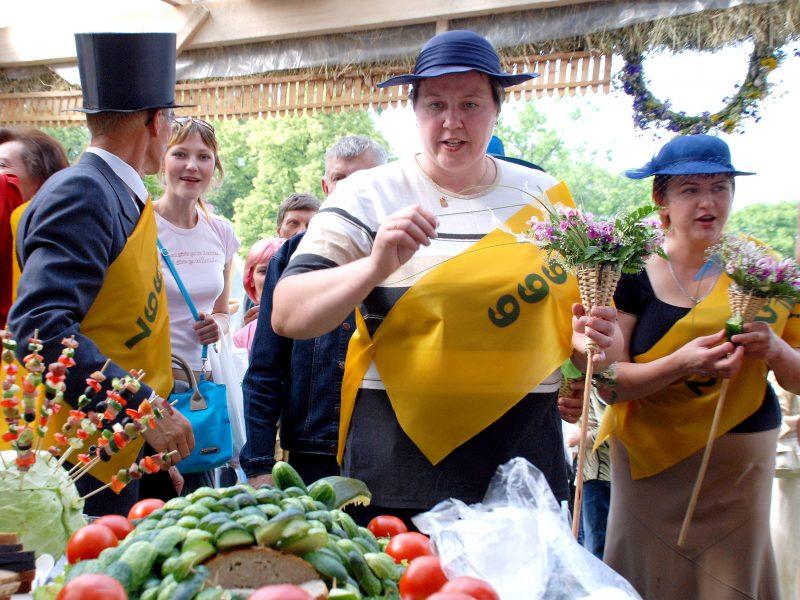 Agurkų šventėje Kėdainiuose – Agurko metimo į tolį čempionatas