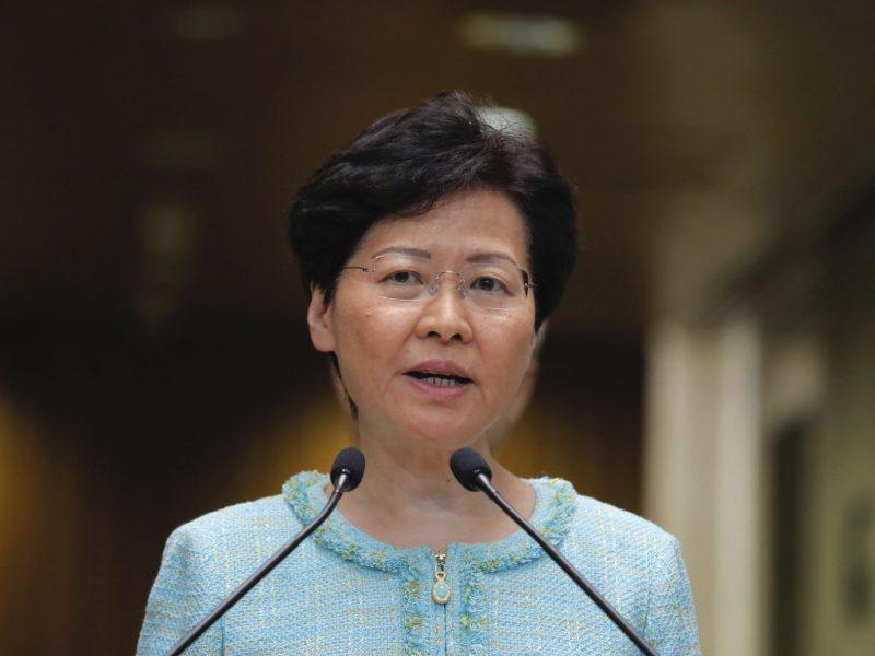 Honkongo lyderė atmeta galimybę padaryti nuolaidų, kad nuramintų protestuotojus