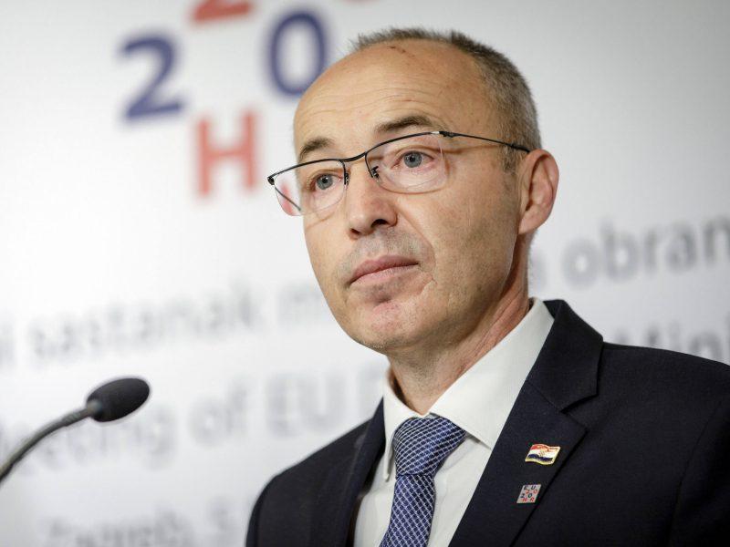 Po  gyvybių pareikalavusio lėktuvo sudužimo atsistatydino kroatų gynybos ministras