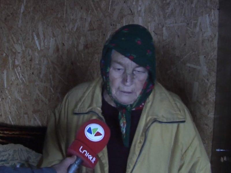 Akmenės rajone plėšikai moterį mušė lazdomis, subadė ir grasino sudeginti