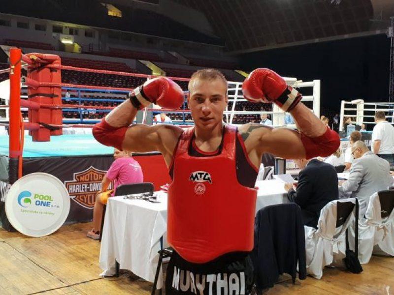 Nokautą patyrusiam M. Narauskui – Europos muaitai čempionato bronzos medalis