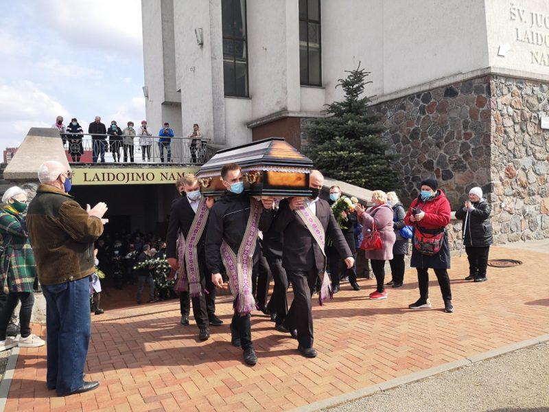 Dainininko E. Ostapenko laidotuvės