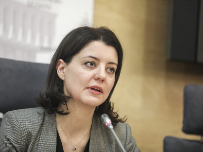 Ministrė atmeta kritiką dėl pensijų: didesnė bazė mažiau dirbusiems – kovai su skurdu