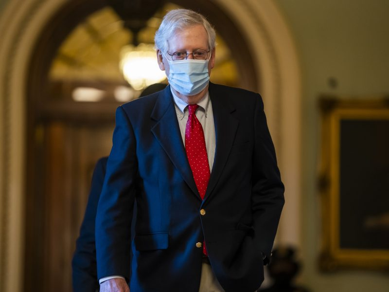 JAV Senato lyderis neatmeta galimybės surengti balsavimą dėl kaltinimų D. Trumpui