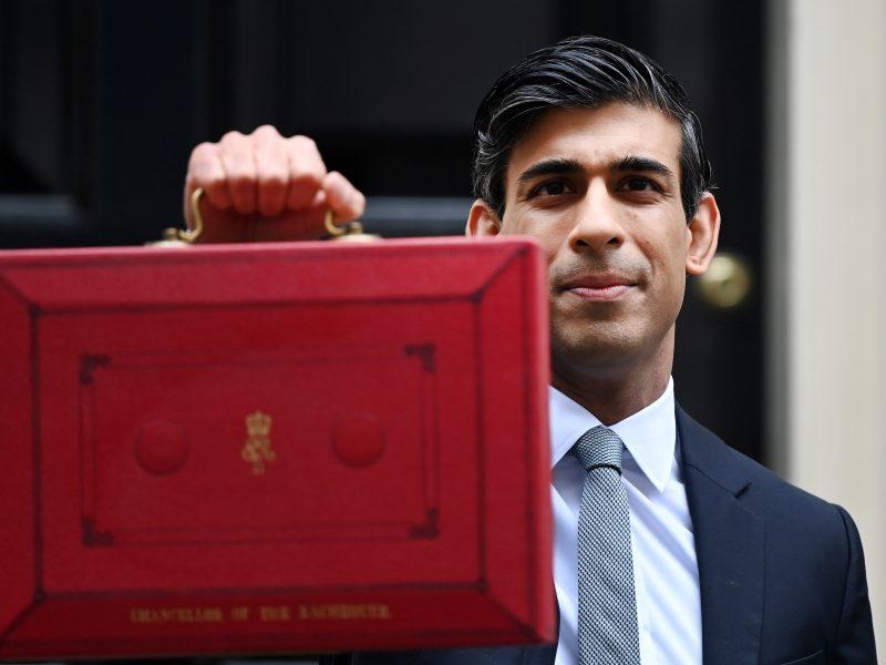 JK iždo kancleris pratęsė ekonomikos paramos paketą, tačiau padidino mokesčius bendrovėms