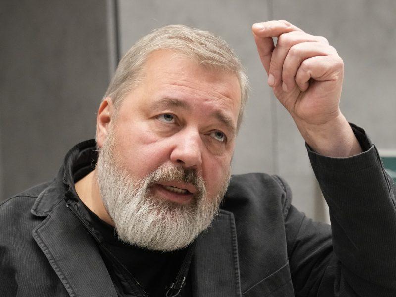"""V. Putinas: Nobelio premija """"neapsaugos"""" D. Muratovo nuo įstatymų pažeidimų"""