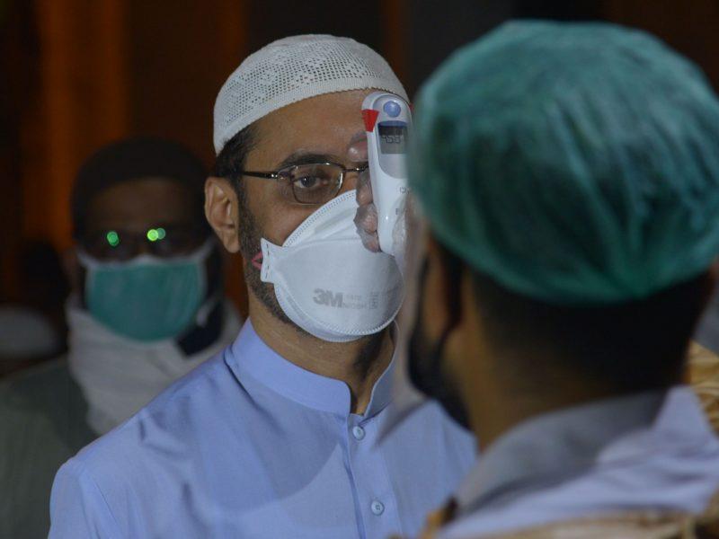 """Pakistane nuo koronaviruso mirę medikai bus laikomi """"tikėjimo kankiniais"""""""