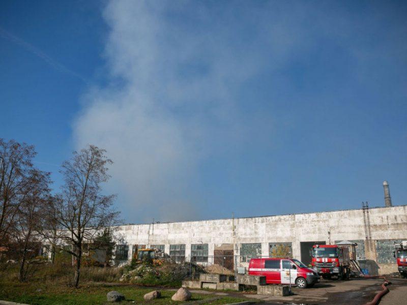 VRM: Alytaus gamyklos gaisravietėje dūmingumas sumažėjo
