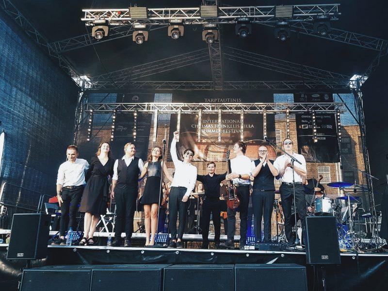 """""""Colours of Bubbles"""" vasara: anšlaginiai koncertai ir pasirodymas Trakų pilyje"""
