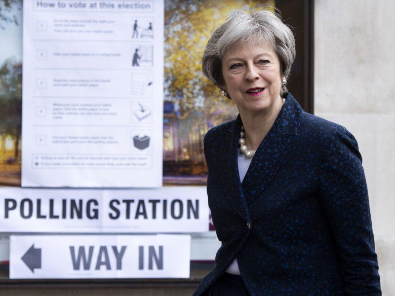 Anglijoje vykstantys vietos valdžios rinkimai - išbandymas premjerei Th. May