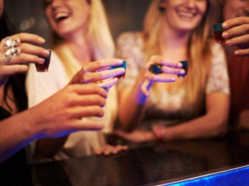 Niujorko barams uždrausta atsisakyti parduoti alkoholį nėščiosioms