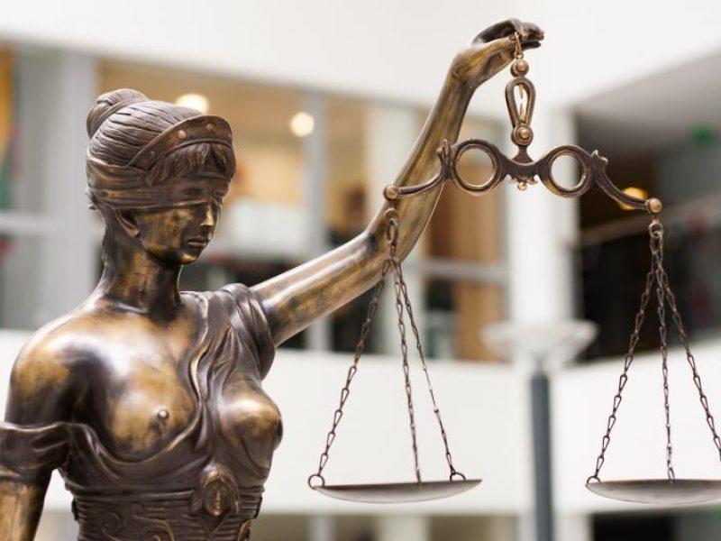 """Teismas leido suimti tris korupcija įtariamus """"Valentis Pharma"""" darbuotojus"""
