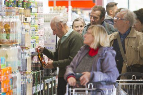 Valdžia užsimojo nustatyti parduotuvių darbo ribojimą per šventes