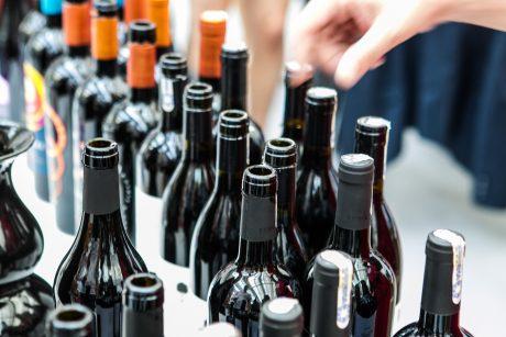 Seime – siūlymas švelninti nuo 2020-ųjų numatytus alkoholio draudimus