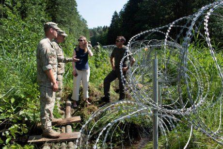 """Ministrė apie tvorą pasienyje: nenoriu, kad tai taptų """"auksinės tvoros"""" projektu"""