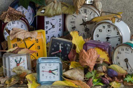 Vėl suksime laikrodžius: nepavyksta įtikinti Europos atsisakyti laiko sukiojimo