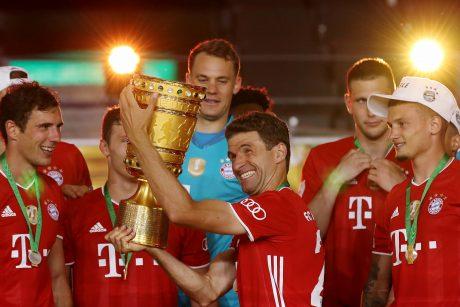 """""""Bayern"""" didina trofėjų kraitį: įtikinamu pasirodymu nuskynė šalies taurę"""