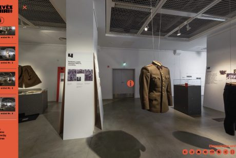 Atkurtų partizanų uniformų parodą galima aplankyti ir su virtualios realybės akiniais