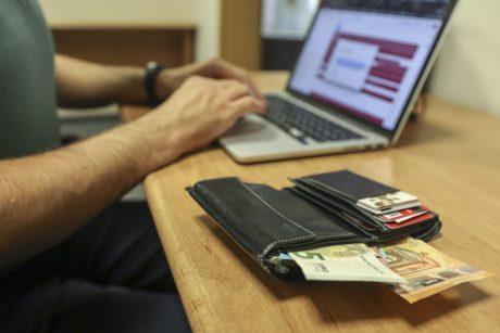 SEB bankas: finansiniai sukčiai iš gyventojų ir įmonių jau išviliojo per 2 mln. eurų