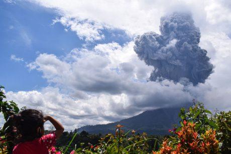 Indonezijoje išsiveržė Sinabungo ugnikalnis