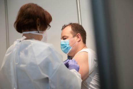 """SAM: Lietuvą pasiekė 12-oji """"BioNTech ir Pfizer"""" vakcinų siunta, auga skiepijimo tempai"""