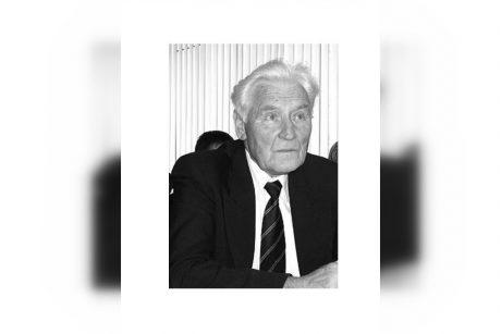 Mirė astrofizikas dr. A. Ažusienis