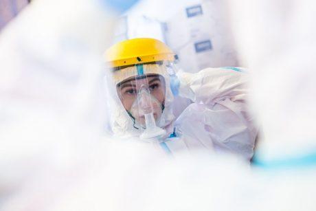 Lietuvoje COVID-19 diagnozę išgirdo 717 žmonių, mirė dar 18 asmenų
