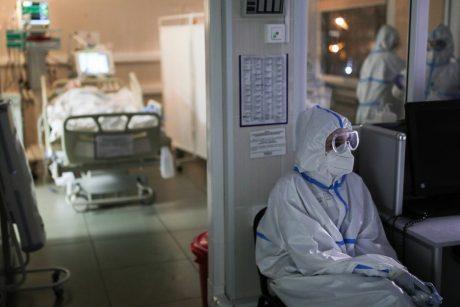 Ligoninėse gydomi 1198 COVID-19 pacientai, 117 iš jų – reanimacijoje