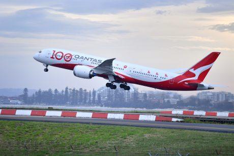 Skrydžių bendrovė paskelbė: be skiepo į lėktuvus neįleis